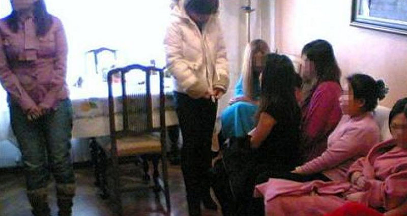 asiáticos chicas que ofrecen servicios sexuales